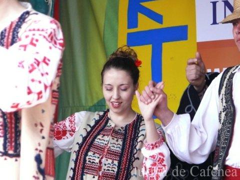 Dansatoare romanca de muzica populara