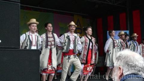 Dansatori de muzica populara romaneasca