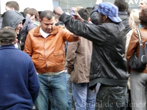 Straini incitati de alcool si hora romaneasca