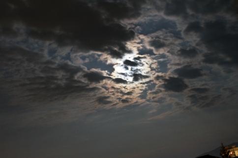 Luna pe cerul Bacaului