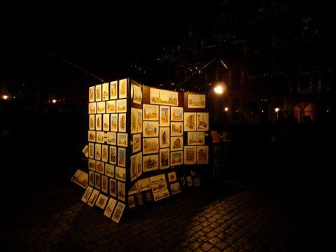 Stand cu picturi in acuarela in Grand Place