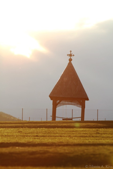 Toaca pe dealurile Rasinarilor la apus de soare