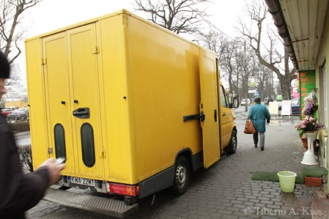 yellow-flower-lorry